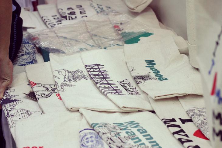 ボージョーアウンサンマーケットのTシャツ3