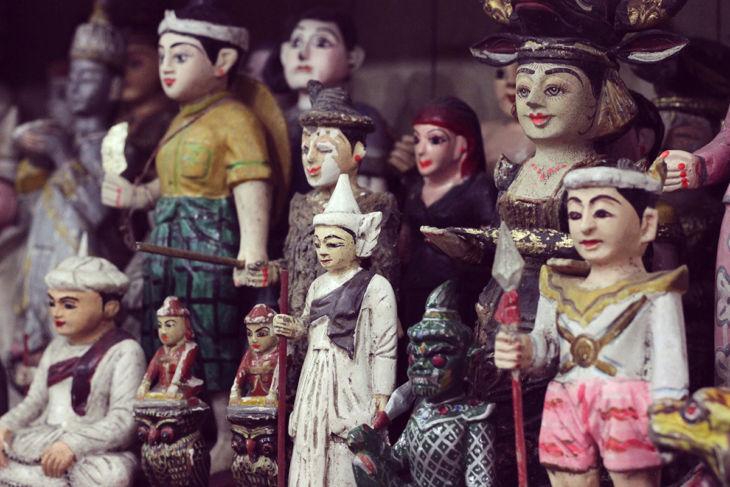 ボージョーアウンサンマーケットの人形1