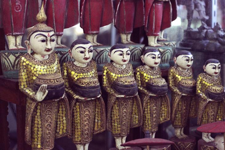 ボージョーアウンサンマーケットの人形2