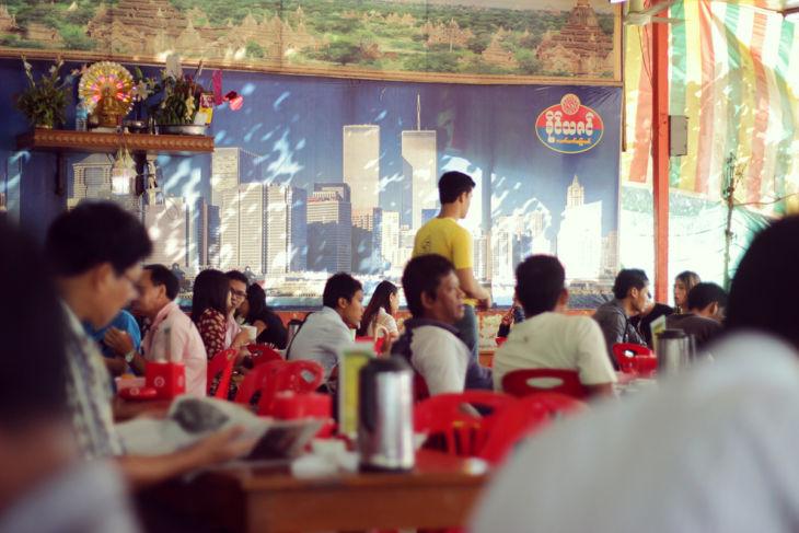 ヤンゴンのカフェ店内