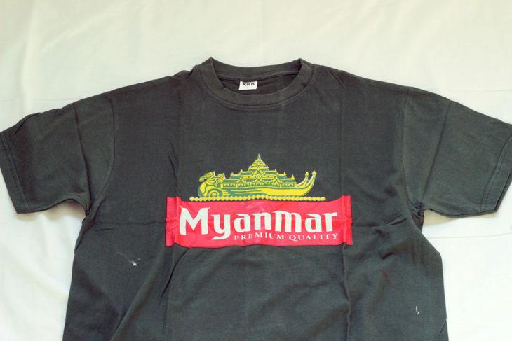 ミャンマービールのロゴ入りTシャツ