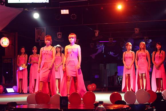 ビアガーデンのファッションショー1