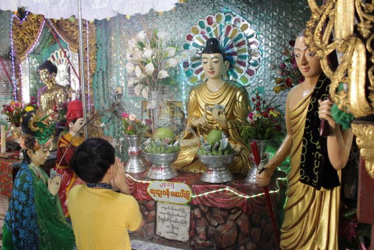 ポッパ山の仏像