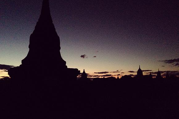 日没後のバガン平原