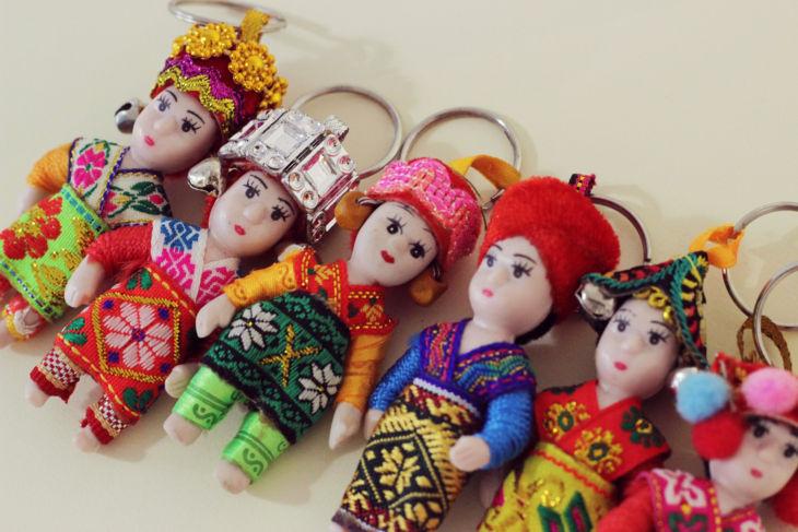ミャンマーの民族人形のキーホルダー