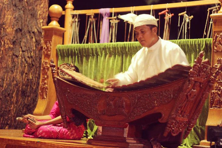 タンテ・ホテル 民族音楽